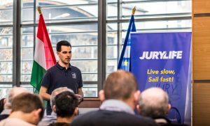 Az új szabályokról versenybíróknak és versenyrendezőknek